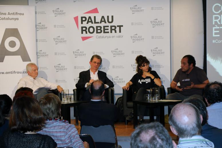 Els ponents de la taula rodona Borja de Riquer, Santiago Tarín i Gemma Garcia, i el moderador David Fernàndez