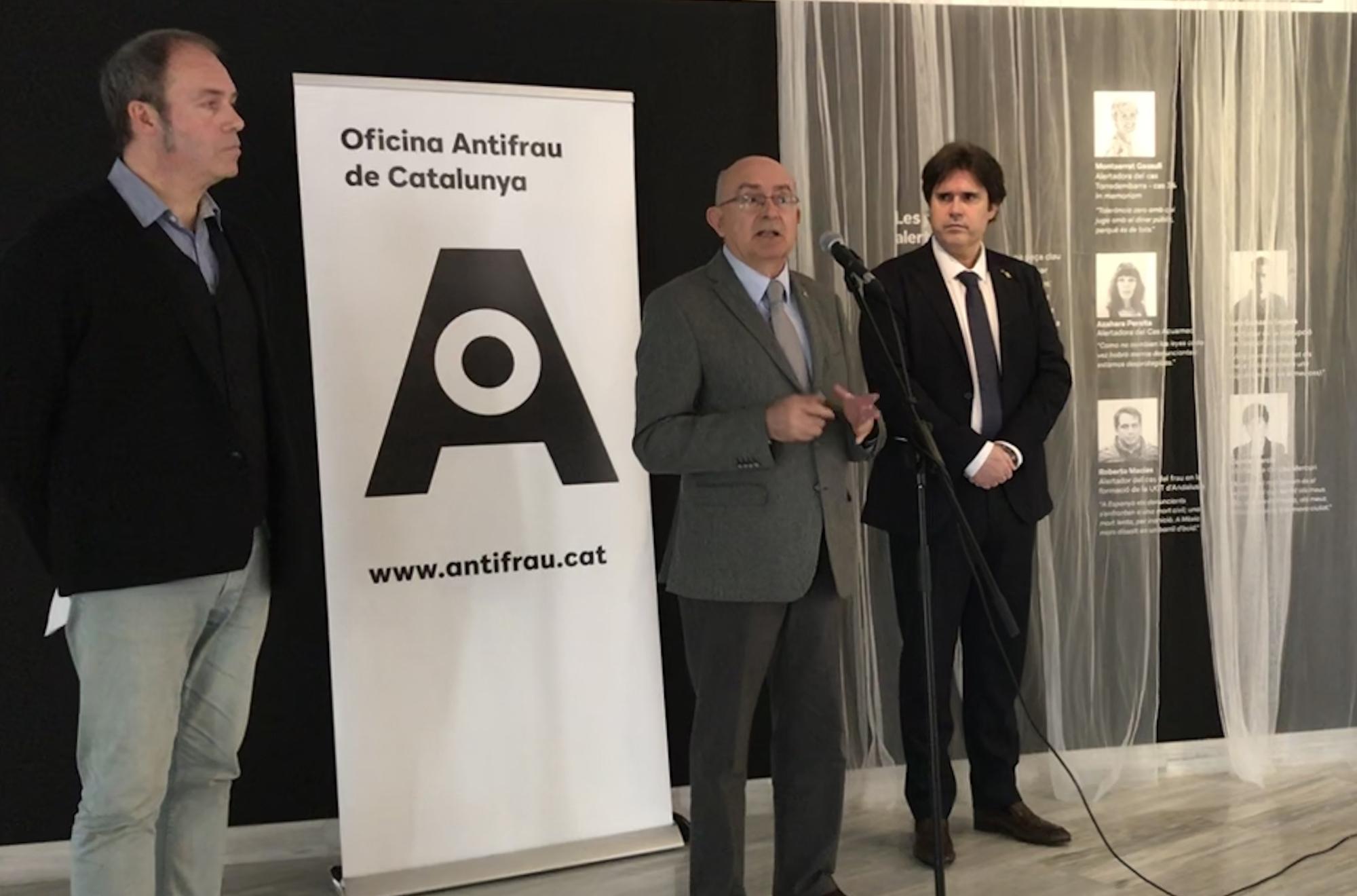"""El director d'Antifrau i el delegat del Govern a Girona han inaugurat l'exposició """"Corrupció! Revolta ètica"""" a l'Espai Santa Caterina"""